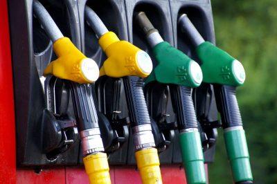 Bombas de combustível em um posto de gasolina